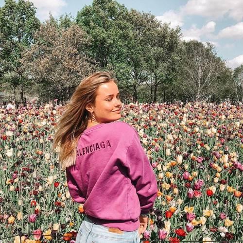 Mikky Kiemeney spopola su Instagram: gli scatti di lady de Jong 9