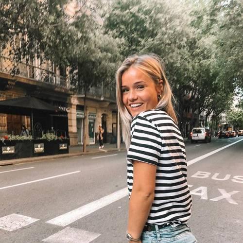 Mikky Kiemeney spopola su Instagram: gli scatti di lady de Jong 11