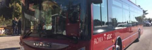 Roma, ancora un autista aggredito: è caccia a due ragazzi