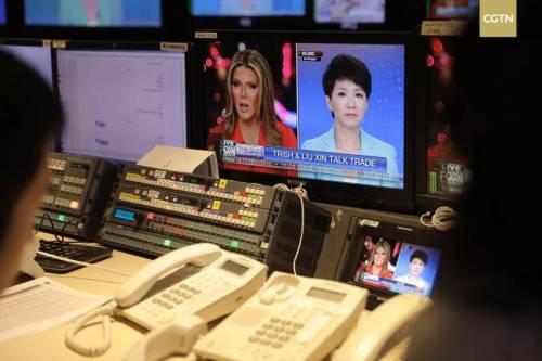 Primo confronto televisivo tra una conduttrice cinese ed una americana