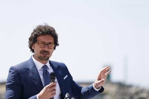 """Toninelli: """"Salvini? Un nano sulle spalle di chi lavora"""""""