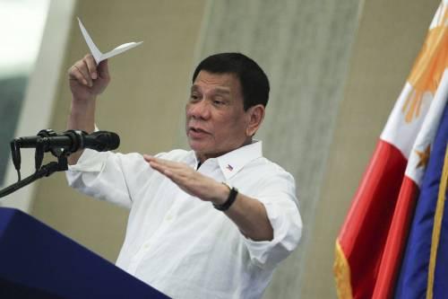 """Il presidente filippino Duterte ammette: """"Ero un po' gay, poi sono guarito"""""""