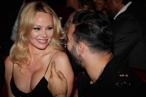Pamela Anderson sexy alla première al Crazy Horse 4