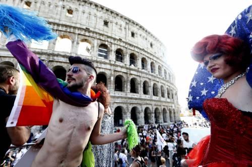 Il Gay Pride sfila per le strade di Roma
