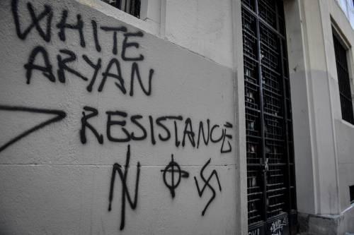 Milano, svastiche e scritte naziste sui muri del liceo Parini 2