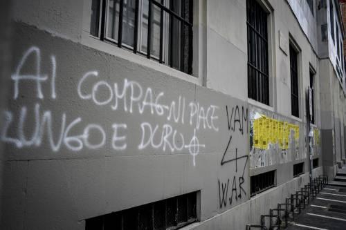 Milano, svastiche e scritte naziste sui muri del liceo Parini 5