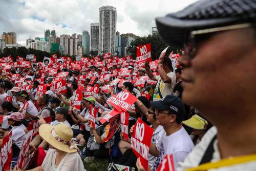 Hong Kong, prova di forza: due milioni in piazza