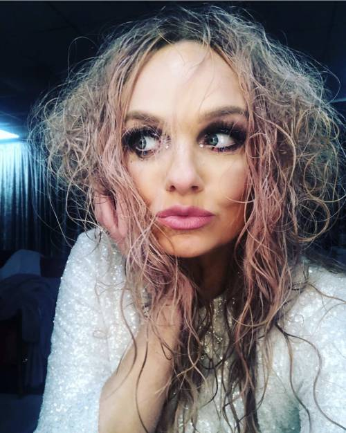 Il diluvio non ferma il concerto delle Spice Girls
