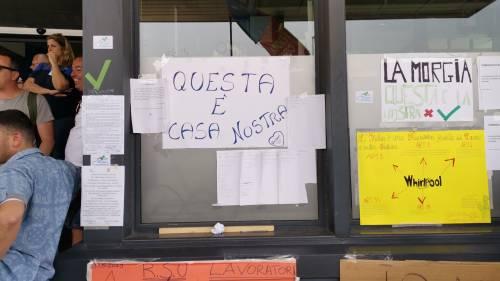 Whirlpool, tra i lavoratori in presidio a Napoli 3