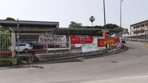 Whirlpool, tra i lavoratori in presidio a Napoli 7