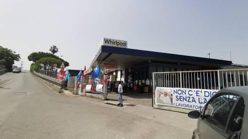 Whirlpool, tra i lavoratori in presidio a Napoli 8