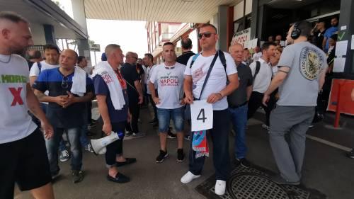Whirlpool, tra i lavoratori in presidio a Napoli 11