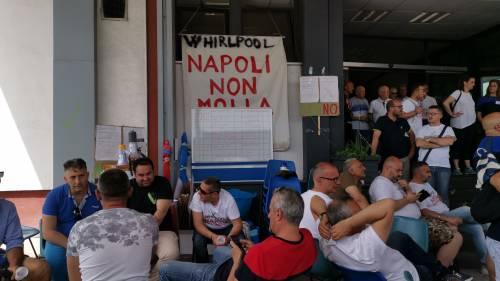 Whirlpool, tra i lavoratori in presidio a Napoli 9