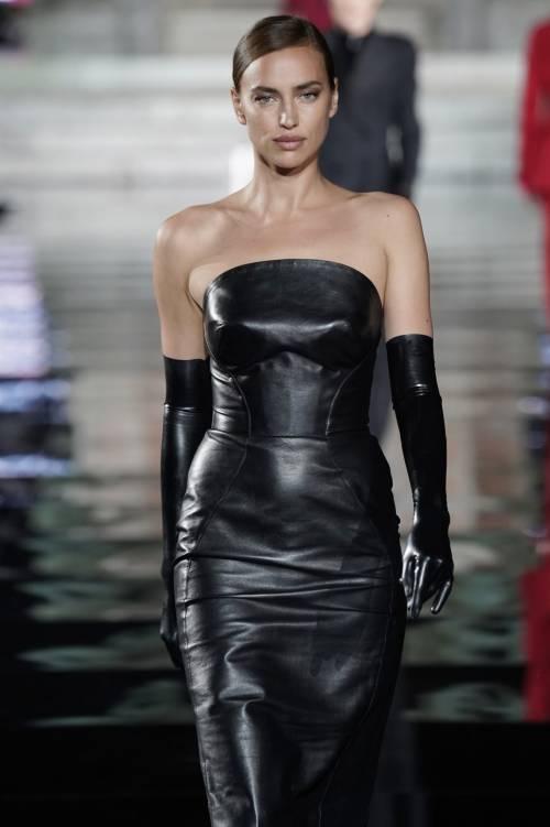 Irina Shayk più sexy che mai sulle passerelle italiane 2