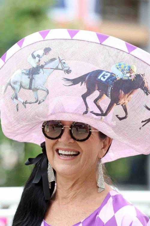 I cappelli e i look più curiosi del Royal Ascot 2