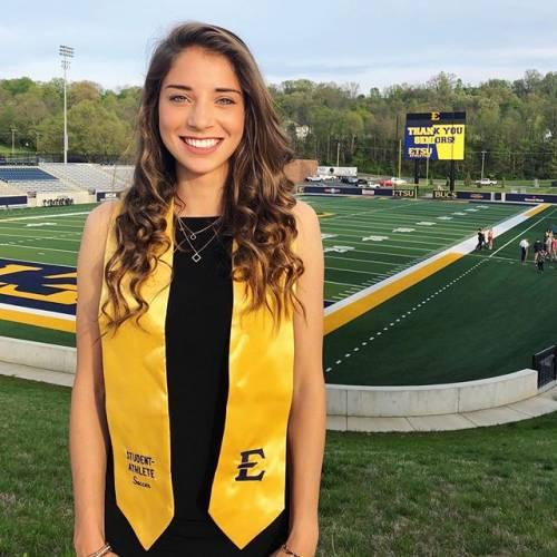 Eleonora Goldoni incanta sui social: gli scatti della giovane calciatrice azzurra 11