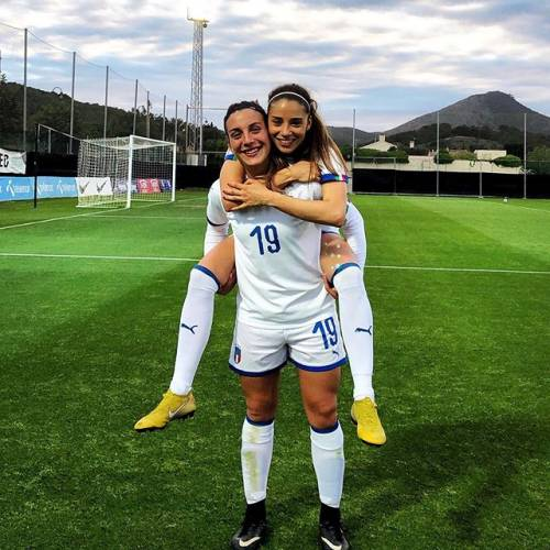 Eleonora Goldoni incanta sui social: gli scatti della giovane calciatrice azzurra 13