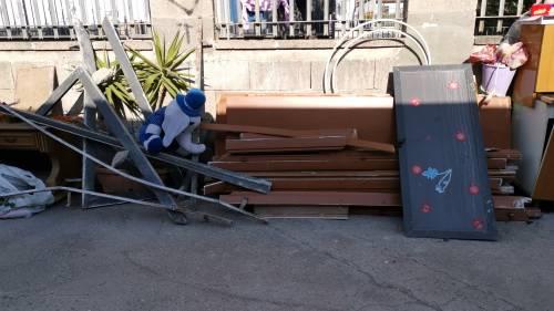 Abusivi e inagibili, abbattuti appartamenti nel Napoletano 6