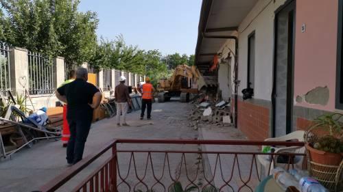 Abusivi e inagibili, abbattuti appartamenti nel Napoletano 7