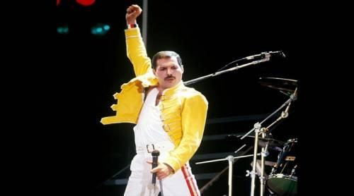Freddie Mercury, giallo di Natale:  da 28 anni consegna doni agli amici