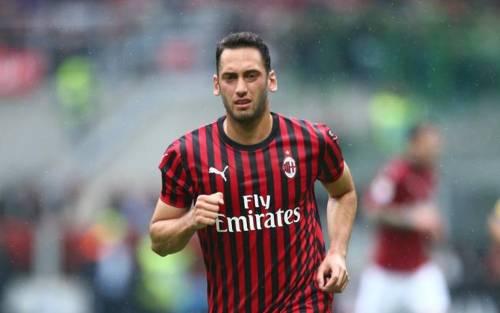 """Calhanoglu gela il Milan: """"Firmo con l'Inter"""". Scaroni: """"Nessun rimpianto"""""""