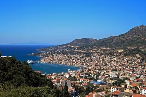 """Grecia, l'isola di Samo è al collasso: """"Troppi migranti. I turisti scappano"""""""