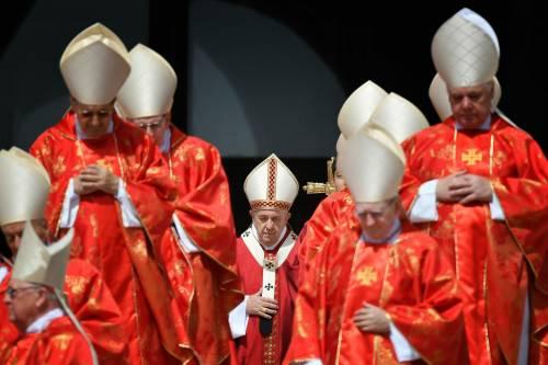 """Così il """"cerchio magico"""" del Papa ha frenato i vescovi italiani"""