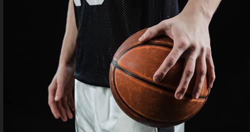 Condannato per abusi su allieva: allenatore di basket si toglie la vita