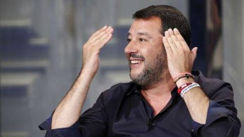 "Deputate troppo scollate? Salvini: ""A me non spiace"""