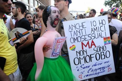 Milano Pride, sfilano anche le multinazionali