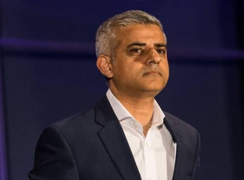 "La Londra di Khan a pezzi: ""Record di persone in fuga"""