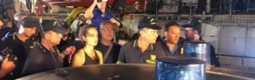 La Sea Watch ha attraccato, arrestata Carola Rackete