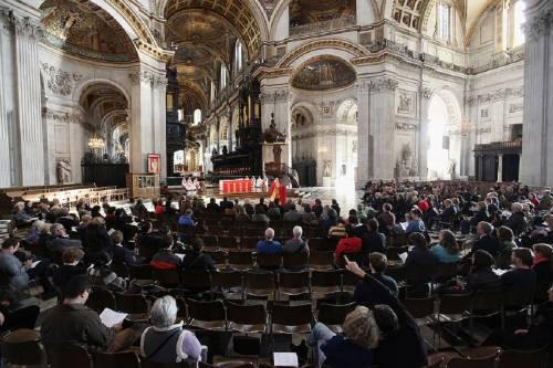 Pescara, straniero minaccia fedeli e prete per soldi durante la messa