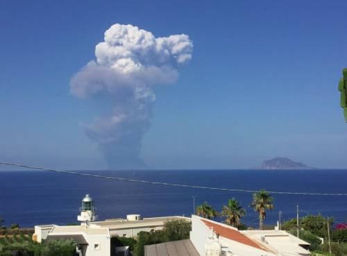Stromboli, eruzione sull'isola 4