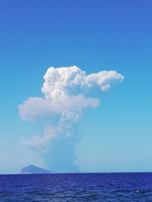 Stromboli, eruzione sull'isola 6