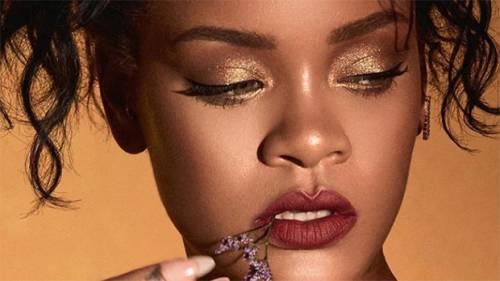 """Rihanna, Fenty Beauty nei guai: """"Il sito non rispetta gli standard per non vedenti"""""""