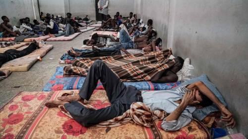 Migranti, il cardinale ipotizza che possano sbarcare santi