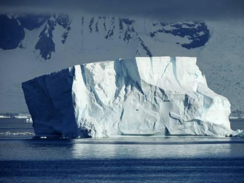 Emirato arabo vuole trascinare un iceberg dall'Antartide al Sudafrica