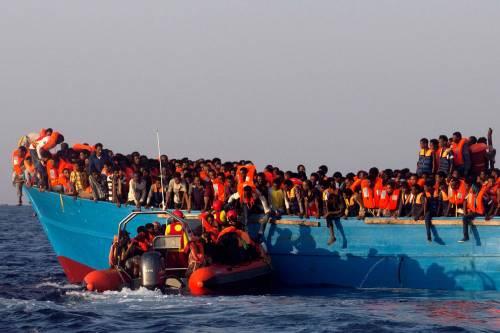 """Il pm """"apre"""" i porti: """"I migranti arrivano sui barchini"""""""