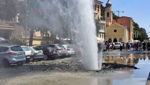 Imperia, esplode tubatura: geyser e cittadini a senz'acqua