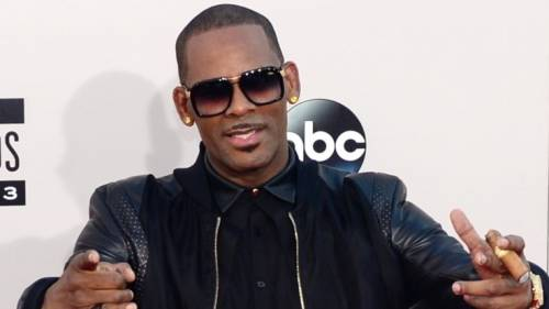 R. Kelly accusato di aver fatto sesso con una minorenne