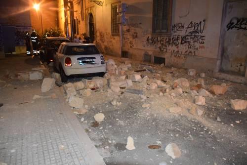 Paura a Lecce, crolla parte di un edificio in pieno centro storico