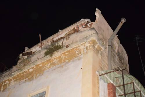 Paura a Lecce, crolla parte di un edificio in pieno centro storico 2