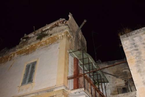 Paura a Lecce, crolla parte di un edificio in pieno centro storico 3