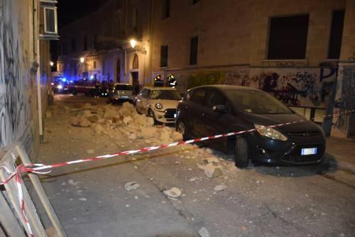 Paura a Lecce, crolla parte di un edificio in pieno centro storico 4