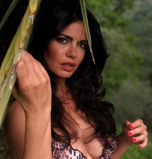 Calendario Laura Torrisi.Laura Torrisi Sexy In Bikini La Calda Estate Della Bella