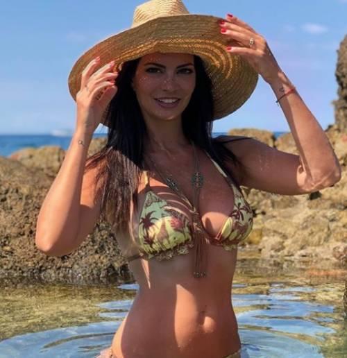 Laura Torrisi Calendario.Laura Torrisi Sexy In Bikini La Calda Estate Della Bella