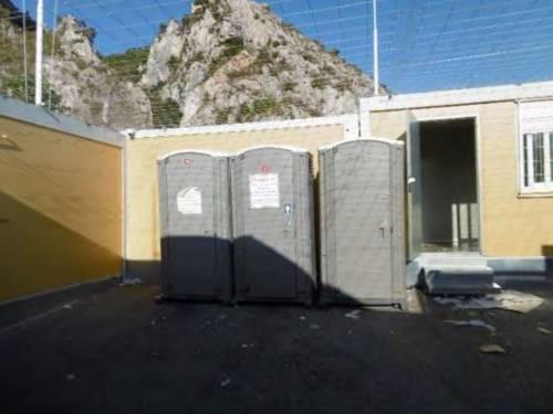 I rapporti e le foto sui container francesi per i migranti 8