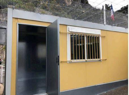 I rapporti e le foto sui container francesi per i migranti 2