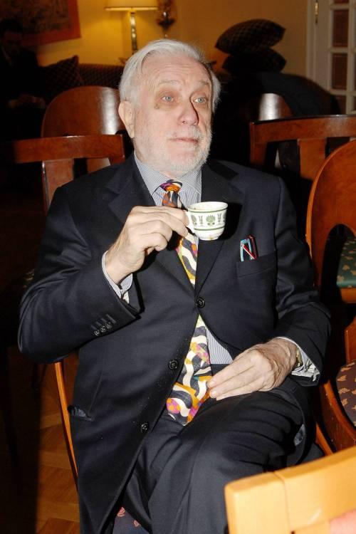 Addio a  Luciano De Crescenzo, a 91 anni si spegne il celebre rappresentante della cultura italiana 4